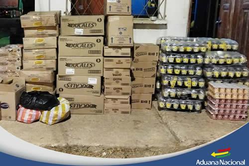 Aduana comisa cinco vehículos indocumentados y mercadería de contrabando por un valor de Bs 780.000 en La Paz
