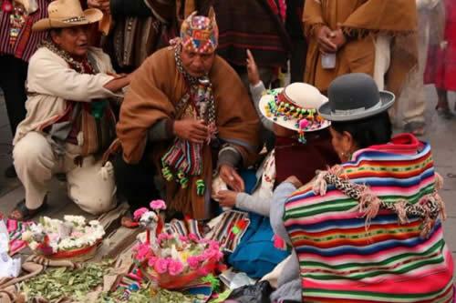 Más de un centenar de Amautas se reunieron en el centro paceño para conmemorar el Día Nacional del Amauta