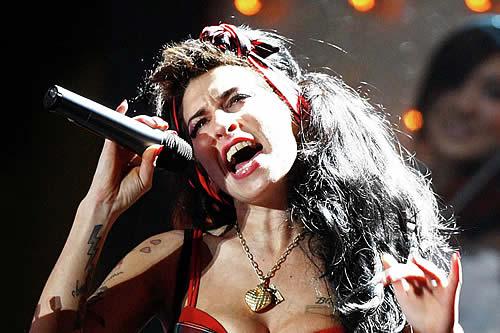 Amy Winehouse tenía conflictos con su sexualidad, revela una exnovia de la cantante