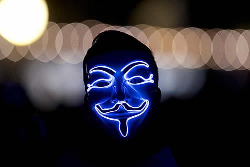 """Anonymous amenaza a Elon Musk por manipular el precio del bitcóin, mostrando """"un claro desprecio por una persona promedio trabajadora"""""""