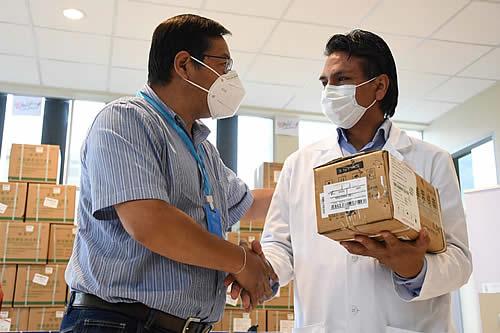 COVID-19: Presidente entrega medicamentos para pacientes de terapia intensiva del Hospital del Norte de Cochabamba