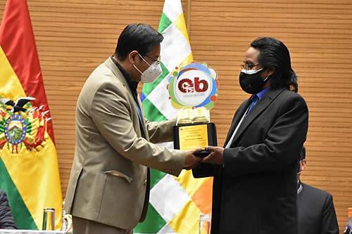 """Gobierno de Bolivia rinde homenaje por el """"Día del Maestro"""" y entrega reconocimientos"""