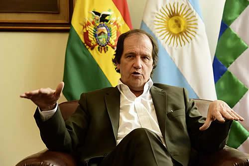 Embajador Basteiro asegura que gendarmes reconocieron existencia de dos cajas sospechosas cuando trasladaron armamento a Bolivia
