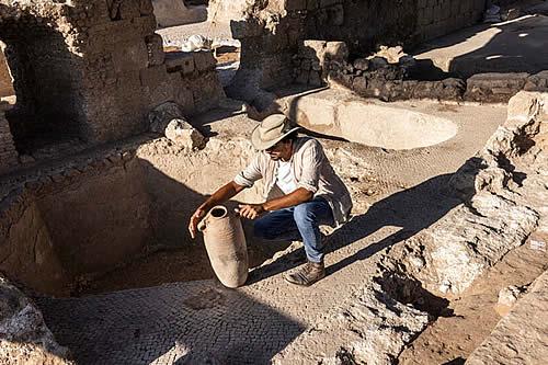 """Arqueólogos descubren en Israel un complejo de producción de un """"prestigioso vino"""" de hace 1.500 años"""