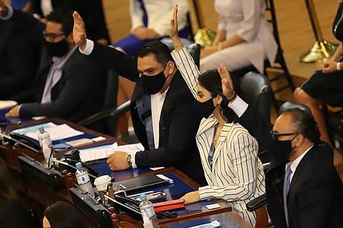 Congreso de El Salvador destituye a jueces de la Corte Suprema y al Fiscal General