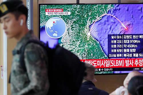 Seúl responde a Pionyang con misil balístico lanzado desde submarino