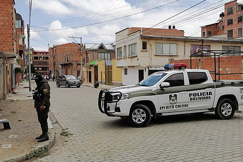 Atracadores usaron vehículos robados en el asalto a remesa en El Alto