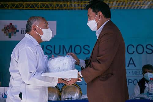 Salud entrega insumos y medicamentos al complejo hospitalario de Miraflores de La Paz