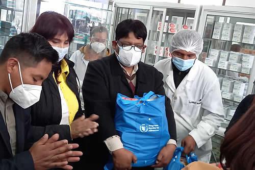 Ministerio de Salud entrega alimentos a estudiantes de la UPEA que contrajeron el COVID-19