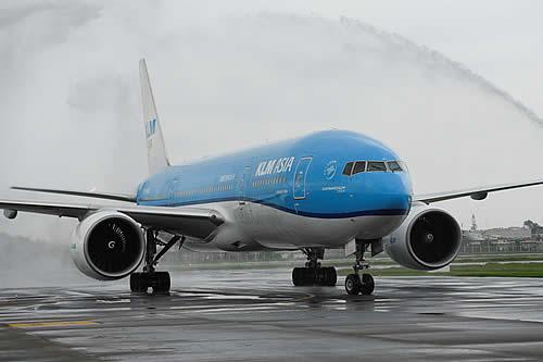 Un avión realiza un vuelo de seis horas 'a ninguna parte' tras chocar contra un ave en pleno trayecto