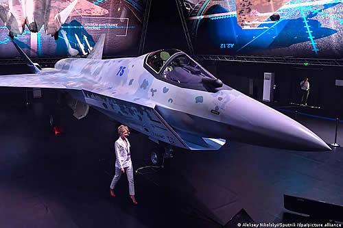 Rusia presenta su nuevo avión de combate Checkmate