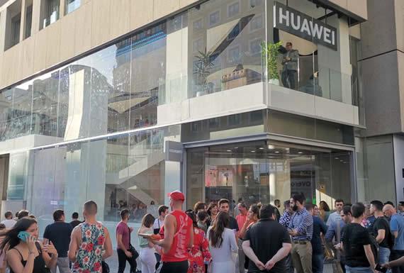 Huawei inaugura en Madrid su tienda más grande del mundo fuera de China
