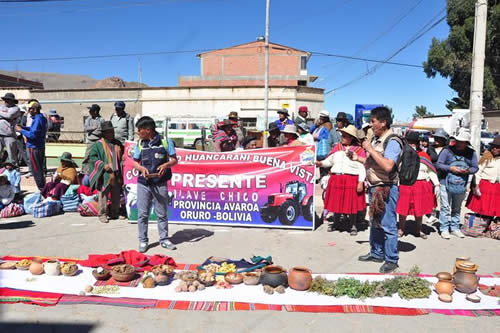 Bolivia ofrece una comida comunitaria indígena a lo largo de 1,2 kilómetros