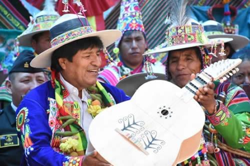 """Morales inaugura """"III Festival de la Qhonqota, Kitara y Thalachi"""" en Uncía"""