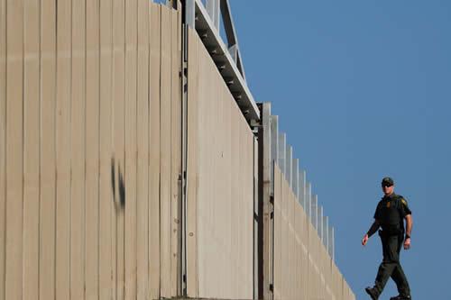 Trump solicitará al Congreso de EE.UU. 8.600 millones de dólares para la construcción del muro con México