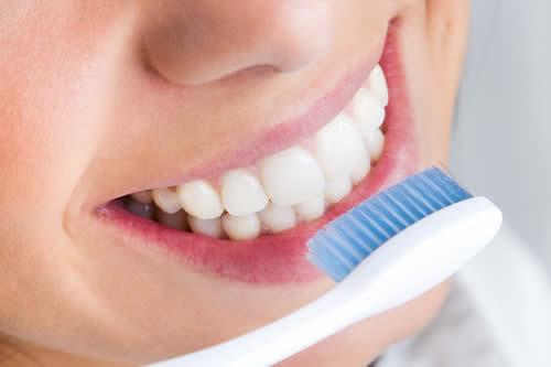Los productos para blanquear los dientes pueden dañar su colágeno y proteínas