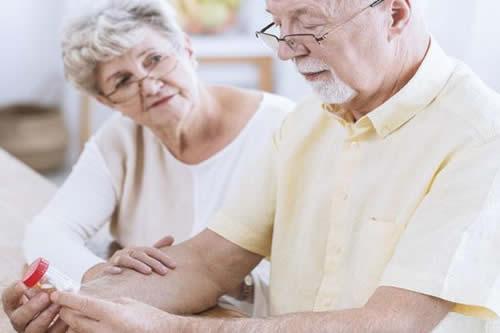 Depresión en adultos mayores puede ser síntoma temprano de Parkinson: experto