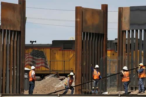 El Pentágono firma contratos por casi 1.000 millones de dólares para construir el muro fronterizo con México