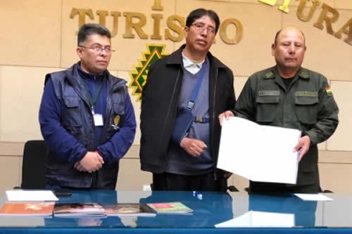 Firman convenio para brindar seguridad al complejo arqueológico de Tiahuanaco