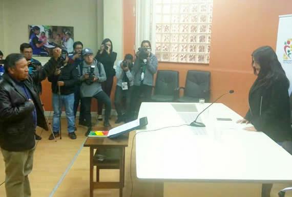 Ministra de Salud posesiona a Walter Gutiérrez como Viceministro de Medicina Tradicional