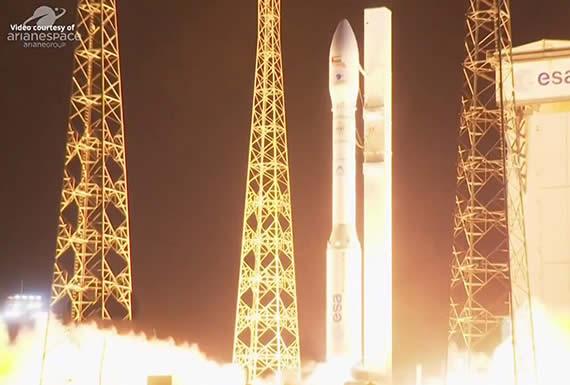 """Un satélite militar emiratí cae en el Atlántico luego que el cohete Vega sufriera una """"gran anomalía"""" durante el lanzamiento"""