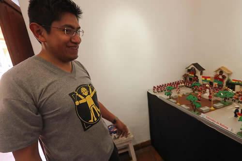 """Una muestra de Playmobil repasa la historia boliviana hasta """"Juego de Tronos"""""""