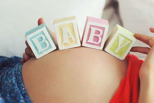 Acude al hospital por cálculos renales y termina dando a luz una niña apenas descubrir que estaba embarazada