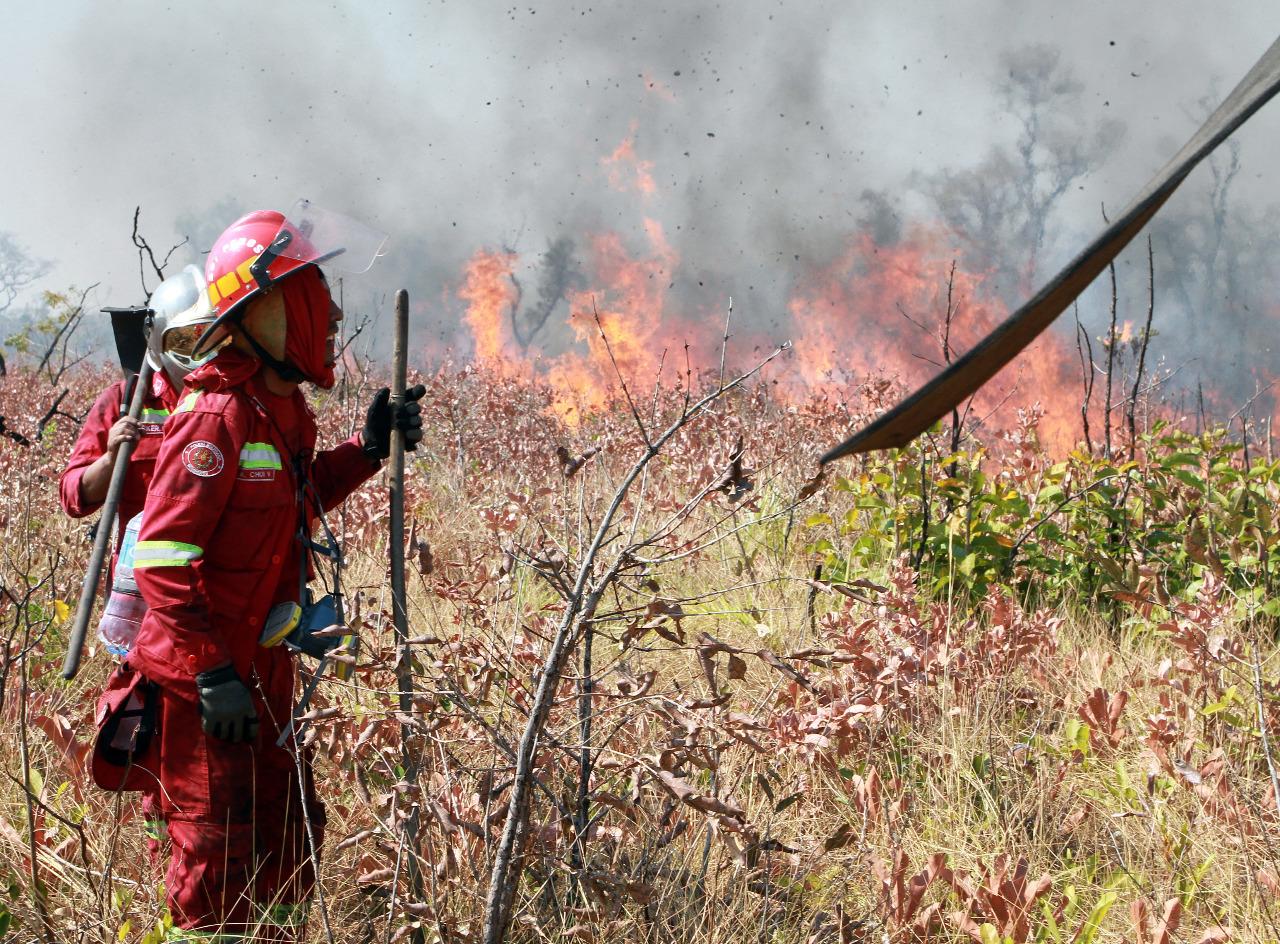 Autoridades de Gobierno y de la Gobernación de Santa Cruz ajustan estrategias contra incendios