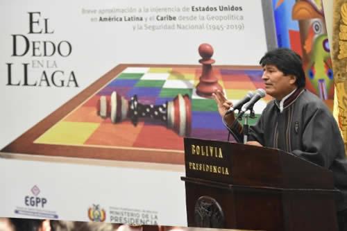 """Morales destaca libro """"El dedo en la llaga"""" porque aborda el pasado para fortalecer la liberación de los pueblos"""