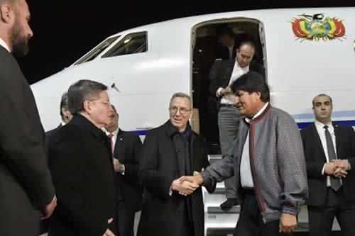 Morales retorna a Bolivia tras cumplir intensa agenda en Viena y Atenas