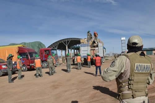Autoridades bolivianas quemaron este año más de 40 camiones de contrabandistas de Chile y Perú