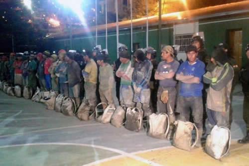 Policía y militares ejecutan operativo contra robo de mineral en Huanuni