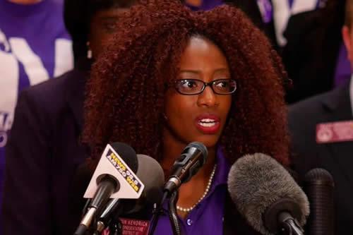 """Defensoras de derechos femeninos en EEUU plantean singular ley """"testicular"""""""