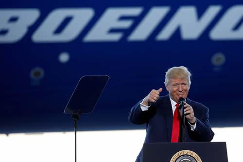 Trump sugiere que Boeing cambie el nombre a sus aviones 737 MAX