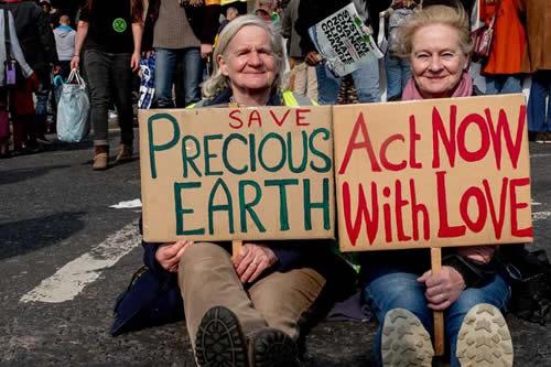 Casi 300 detenidos por protesta ecologista en Londres