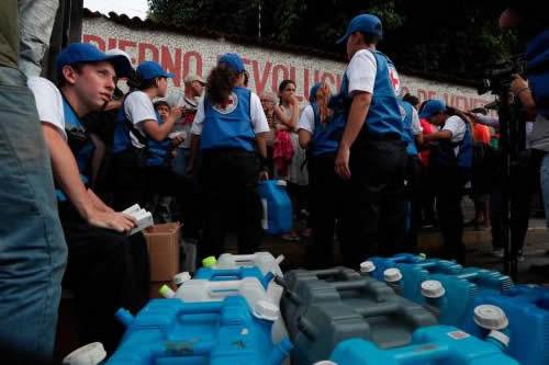 Todos cantan victoria por la ayuda humanitaria que se reparte en Venezuela