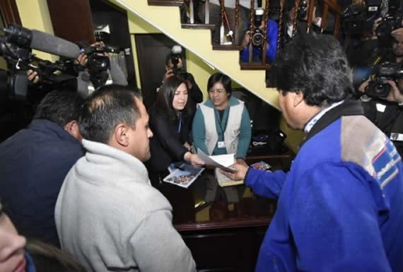 Morales presenta programa de gobierno y lista de candidatos del MAS al Tribunal Supremo Electoral