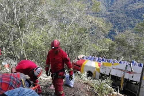 Accidente en la vía La Paz-Yungas deja al menos 25 muertos y 24 heridos