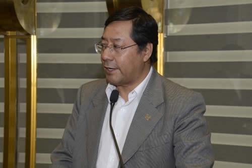 Arce invita a la COB a instalar el sábado mesa económica sobre el incremento salarial