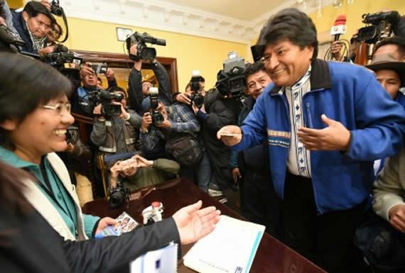 Morales encabeza con 37% primera encuesta de intención de voto contra 26% de Mesa