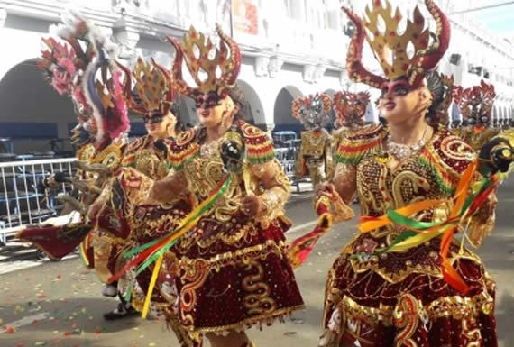 Morales dice que está orgulloso del folklore boliviano: la música y las danzas son únicas en el mundo