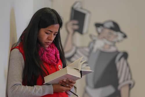 Acentos distintos resuenan en la lectura continuada del Quijote en Bolivia