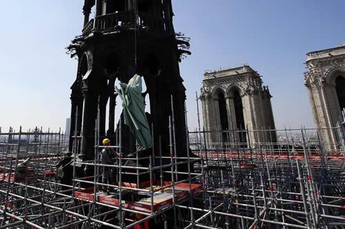 Halladas colillas en los andamios donde surgió el fuego de Notre Dame