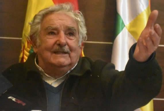 Mujica felicita a Morales por construir en Bolivia la fábrica de vidrio más moderna de Latinoamérica