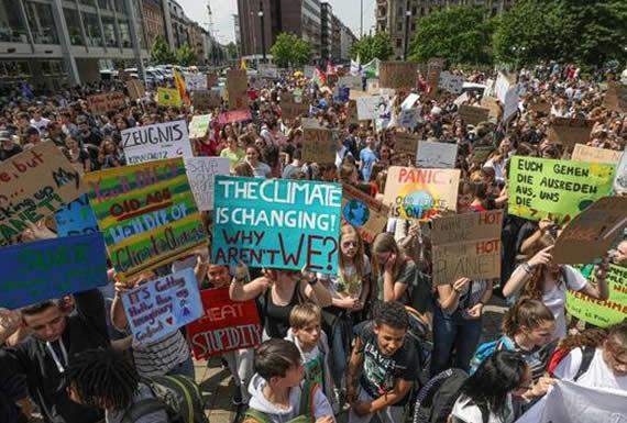 Jóvenes europeos exigen en las calles medidas contra el cambio climático