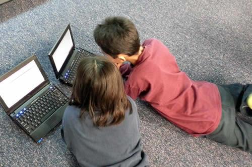 Menos pantallas y más movilidad: La OMS establece nuevas recomendaciones para los menores de 5 años