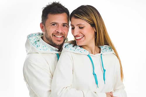 ¿Volverán los abrazos? Una empresa española crea una línea de ropa que elimina cualquier virus