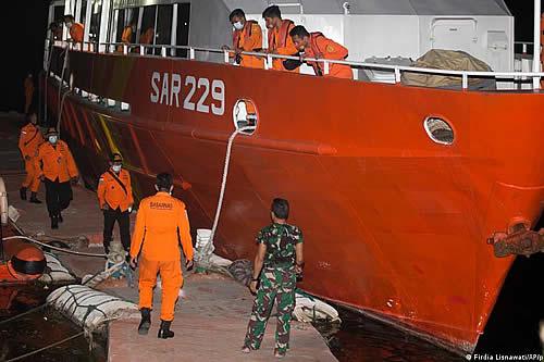 Submarino desaparecido en Indonesia podría agotar reservas de oxígeno en 72 horas