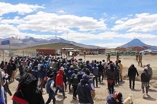 Comunidad boliviana en Chile pide juicio de responsabilidades contra Áñez por vulnerar sus derechos en pandemia