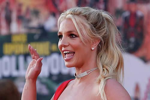 La madre de Britney Spears la obligó a anular su primer matrimonio